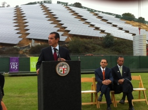 Mayor Antonio Villaraigosa announces two major solar projects while at Occidental College. (Jim Burns)