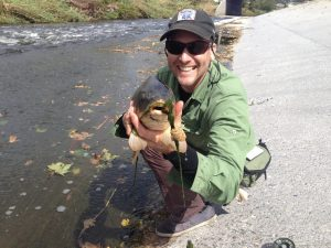 Keith Mosier nabs his first L.A. River carp. Oh, yeah! (Ken Lindsay)